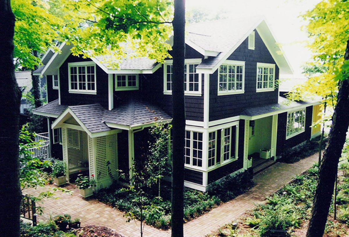 Traditional 2 storey residence of 3,000 sq. ft. in wooded setting.