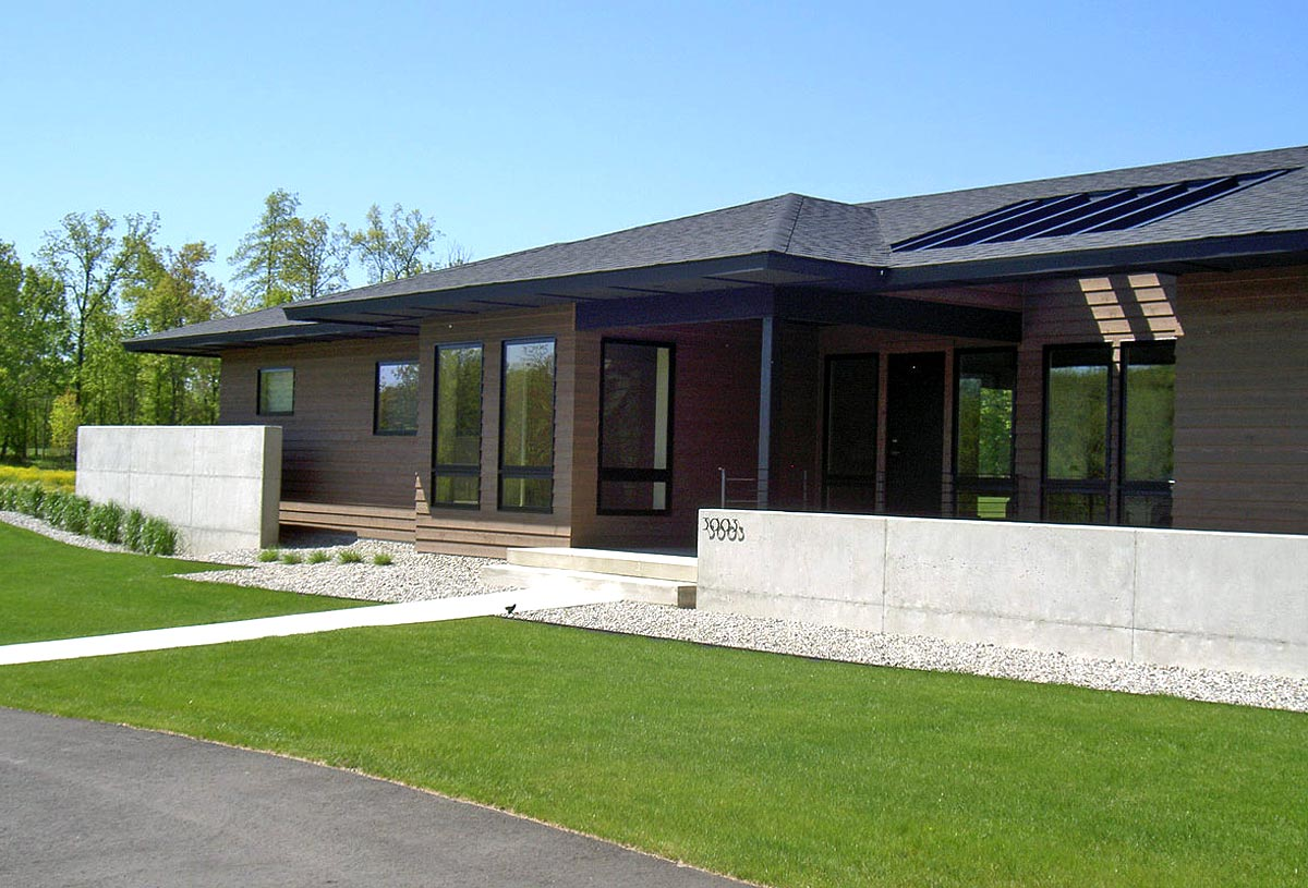 Modernist bungalow of 2,500 sq ft. with freestanding concrete garden wall feature.